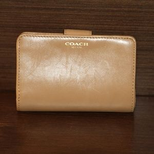 COACH Vintage Medium Corner Zip Leather Wallet
